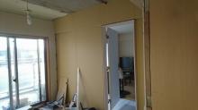 解体後、躯体の補強に入りました。 リビング側は木製防音ドアで独立したお部屋に計画しています。