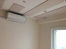 クロス施工完了です。 天井は吸音天井に仕上げ音の響きを調整しています。