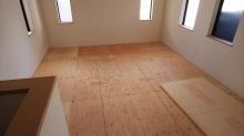 工事が始まりました。 吹き抜け部分の床を組みました。
