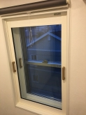 開口部の内側にはFIX窓を設置しました。
