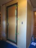 出入口には木製防音ドアを設置しています。