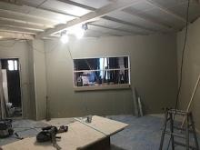 防音室の壁と天井ができ上ってきました。