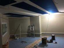 天井は吸音天井に仕上げています。 弊社の木工事が完了です。 この状態で音テストを行い、本体工事に引き継ぎクロス工事などを施工していただきます。