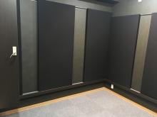 壁パネルも入り完成です! かっこいいプライベートスタジオになりました。たくさん楽しんでいただければと思います。