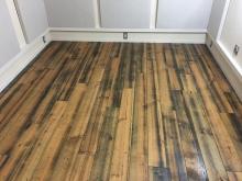 床材も雰囲気のある色味で、印象的です。