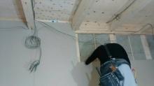 弊社の木工事が始まりました。 躯体の遮音補強をしています。