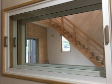 ドラム室に窓を設ける場合、FIX窓を3重で設置します。