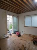 解体作業を行いました。 開口部は生かして明るいお部屋に仕上げます。