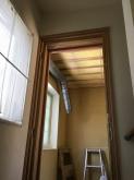 壁と天井の遮音補強後に吸音天井の下地を組んでいます。
