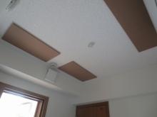 吸音天井です。 音の響きを調節します。