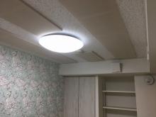 天井は吸音天井です。 音の響きを調節し長時間の演奏にも疲れにくいお部屋に仕上げます。