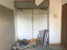 既設収納も一度取り壊し、防音処理後につくり直します。