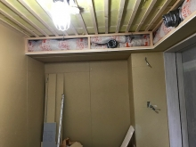 壁と天井の遮音補強が終わりました。 天井に梁型で吸排気ダクトボックスをつくっています。