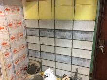 入り口横にはお客様が持っていたブロックを使い壁をつくっています。