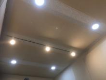 吸音天井です。 音の響きを調節します。バンド室の場合デットな空間に仕上げます。