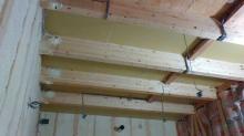 弊社の木工事が始まりました。 躯体の遮音補強をしていきます。