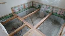 弊社の木工事が始まりました。構造床の造作です。