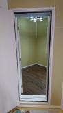 入り口には木製防音ドアを2枚で設置しています。 木工事が完了しました。