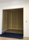 改修前のお部屋です。 扉などをつけず、余分な解体がなるべくないように本体施工業者さんにご協力頂きました。