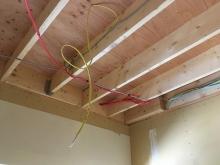 天井の解体を行いました。  天井高をできる限り確保します。