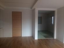 改修前のお部屋です。リビング側の開口は壁に変身します。