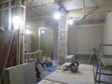 壁と天井をつくっています。