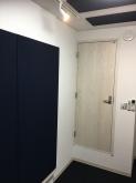 クロス工事後に壁の吸音パネルを設置して完成です!