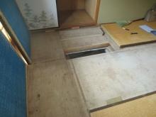床下の確認を行いました。 できる限りの天井高を確保する計画をします。