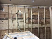 防音室側の下地を組んでいます。 エアコンの先行配管も行いました。