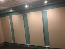 クロス施工後に壁パネルを設置しました。