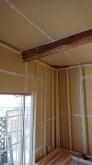 新規間仕切りと躯体の補強が終わり、防音室側の下地を組んでいます。