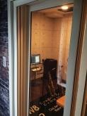 防音室の出入口は2重の樹脂サッシを設置しています。
