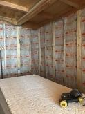 弊社の木工事が始まりました。 躯体壁の遮音補強をしていきます。