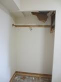 既設の収納を取り壊し お部屋を広く使います。