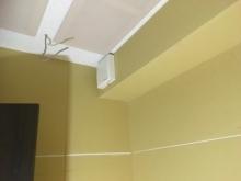 防音室ができあがりました。 天井には梁型で吸排気ダクトボックスを設置しています。