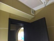 入り口には防音ドアを2重に設置しています。