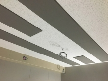 吸音天井です。 音の響きを調節してお好みの音響空間に仕上げていきます。