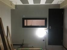 木工事完了です。 横長のFIX窓を設置して中の様子が確認できるように計画しました。