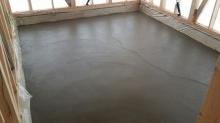 浮き床コンクリート打ちです。 バンド室の場合は床コンクリート仕様で計画をします。