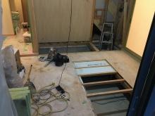 工事が始まりました。 床下に束補強を行いました。