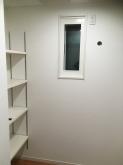 クロス施工完了です。 可動式の楽譜棚も設けました。