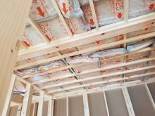 躯体の天井や壁の補強をしています。