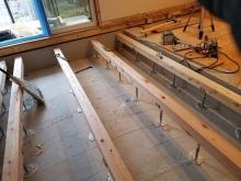 床下に束補強を行いました。 防音室はかなりの重要になります。
