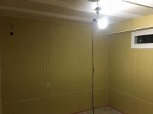 天井は吸音天井に仕上げています。 木工事完了後に音テストを行いました。