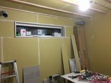 天井と同様に壁も石膏ボードを張り重ねています。