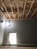 天井も壁と同様に遮音補強を行います。
