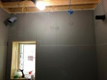 防音室側の壁が出来上がってきました。
