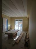開口部を生かしているので日の光はいるお部屋に仕上がっています。 防音室ですが普通のお部屋と同じ雰囲気です。