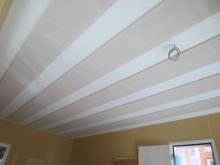 吸音天井です。 音の響きを調整しています。