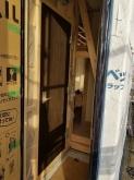 出入り口には木製防音ドアを2重で設置しています。